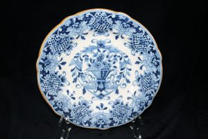 A01020 – Royal Tichelaar blue and white wall plate