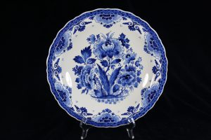 A01027 – Wall plate in blue and white by Royal...