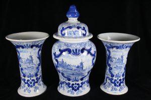 D07003 – Royal Tichelaar Makkum three-piece garniture in blue and...