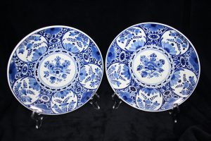 G01018 – Royal Delft pair of small blue and white...