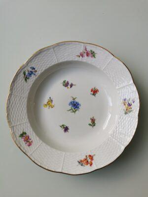 99999 – A vintage Meissen porcelain cornflower botanical plate.