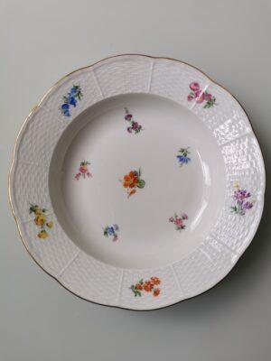 99999 – A vintage Meissen porcelain nasturtium botanical plate.
