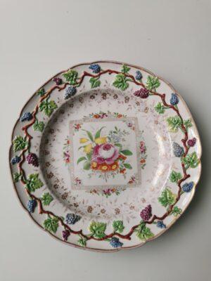 99999 – An antique Meissen porcelain Marcolini period plate.